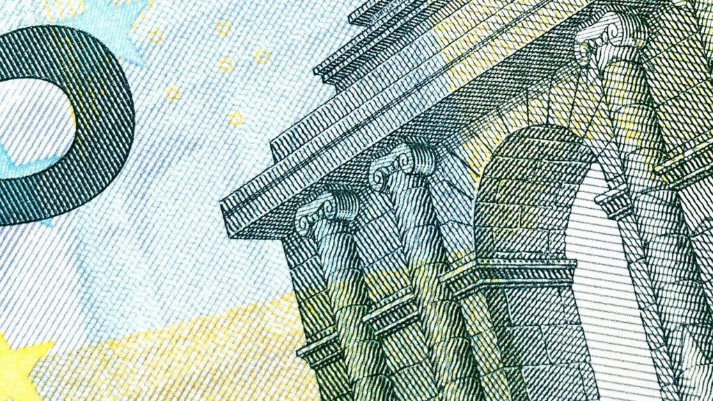Die Banken sind oftmals an die Bezugsquellen der Landesbanken gebunden. Das ist teuer für Sie.